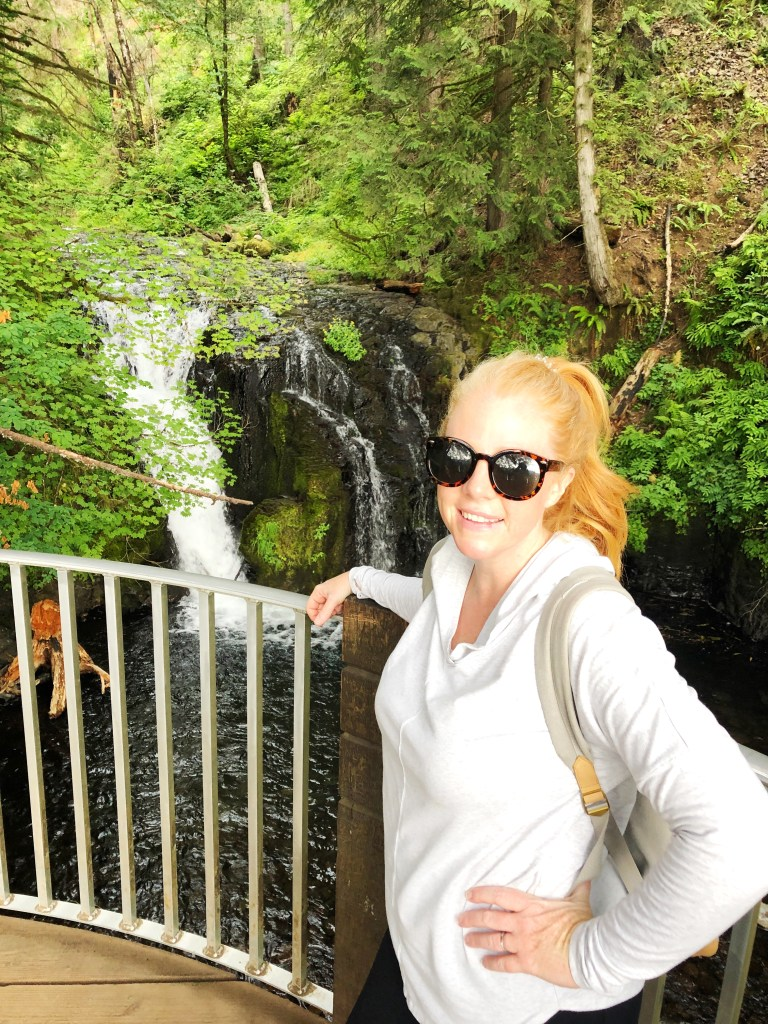 Multnomah Falls Hike - Everything you need to know about hiking Multnomah Falls, including where to park, what to wear, and what to bring!