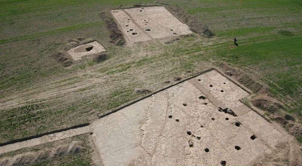 vue chantier archéologique de charmé en Charente