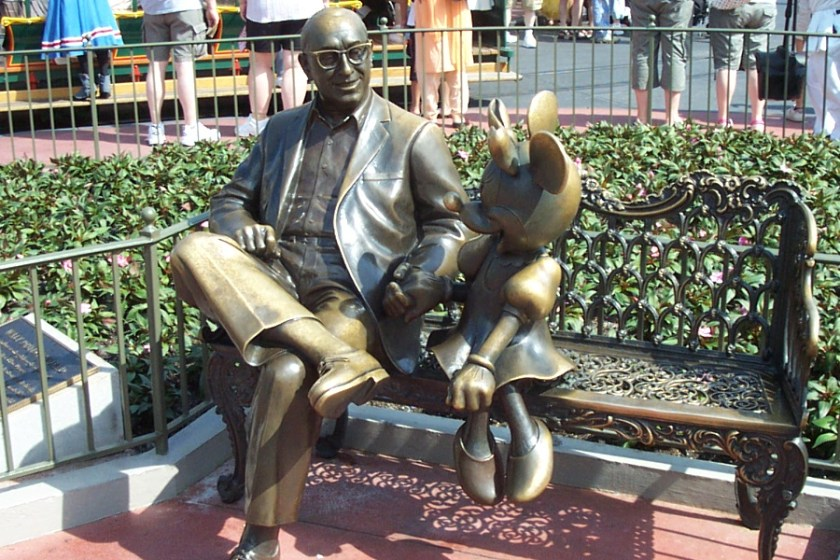 statua roy disney