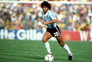 Yoichi -Captain Tsubasa- omaggia Maradona