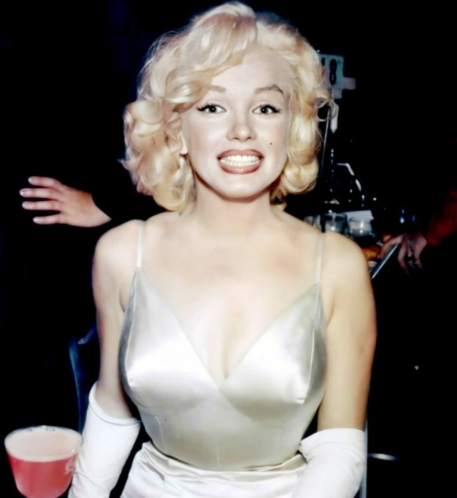 Marilyn attending the Premiere of The Prince In The Showgirl at the Radio City Music Hall on June 13th 1957.