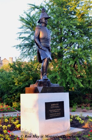 RON_3715-John-By-statue