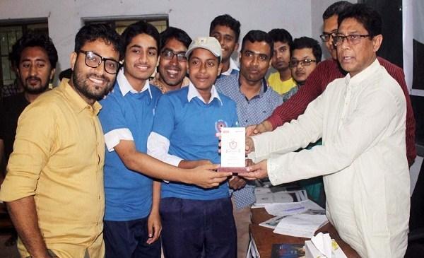 কালের কন্ঠ'র স্কুল বিতর্ক প্রতিযোগীতায় চ্যাম্পিয়ন আদর্শ সামাদ