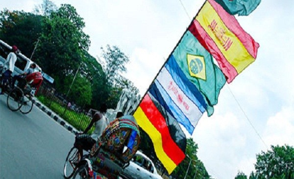 বিশ্বকাপ ফুটবল : বিদেশি পতাকা ওড়ানো বন্ধে হাইকোর্টে রিট