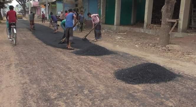 তোরাবগঞ্জ-মতিরহাট সড়ক সংস্কারে ব্যাপক অনিয়ম