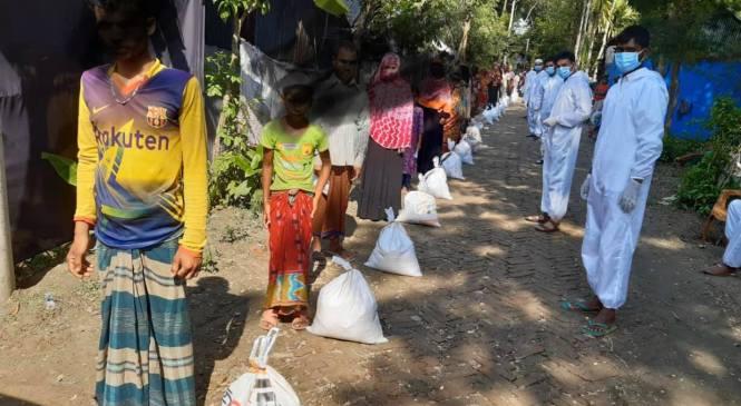 রামগতি কমলনগরের ১৫০০ পরিবারকে খাদ্য সহায়তা দিয়েছে 'স্বপ্ন নিয়ে'