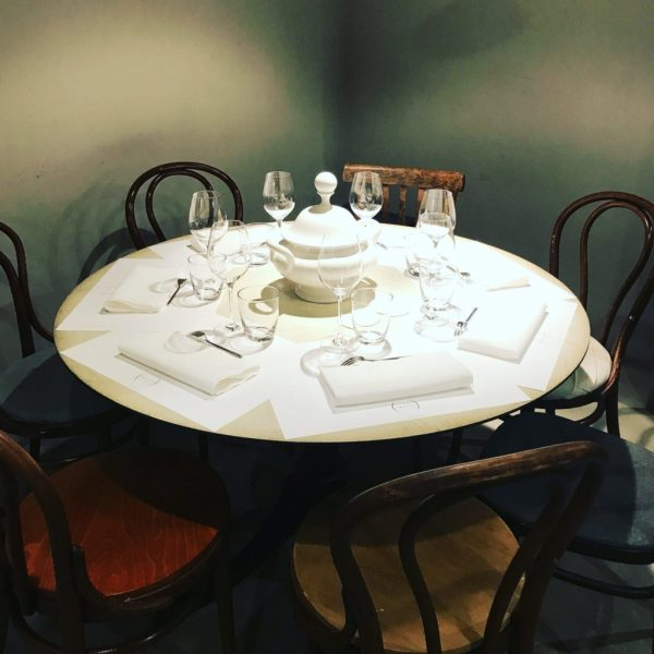 un tavolo per la cena da spazio milano
