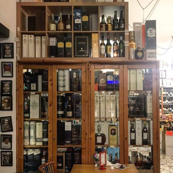 bottiglie alla enoteca bottega vino