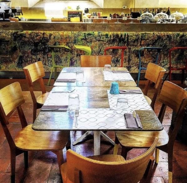 un tavolo per aperitivo milano rotonda bistro