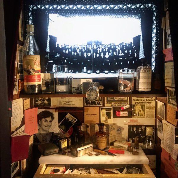 teca del museo innocenza pamuk in mostra al bagatti valsecchi di milano