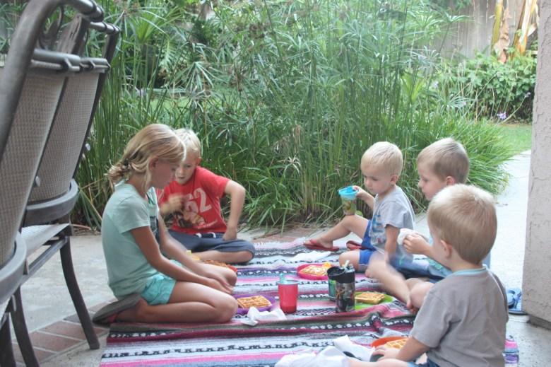 kids eating together