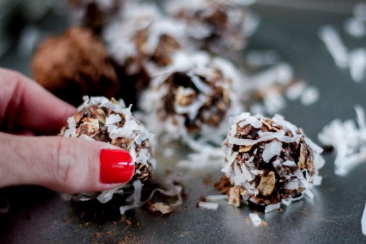 chocolate protein truffles | meg marie fitness | 12 week fitness plan | rolled oats, honey, protein powder, cocoa, dark chocolate, peanut butter, chia seeds, coconut