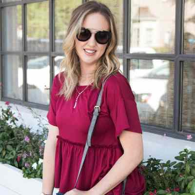 the best burgundy top for fall - casual outfit