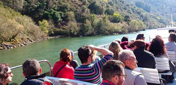 Las rutas en catamarán por los ríos Miño y Sil comenzarán el 24 de marzo