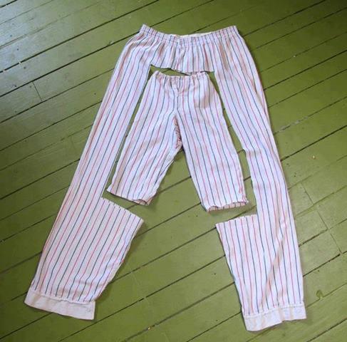Babanın pijamasından birkaç makas hareketi ile pijaa yapmak