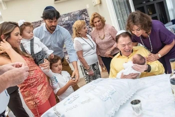 1 pat 8 10780340 - Filho recém-nascido de Patrícia Abravanel é circuncidado ao lado do avô Silvio Santos