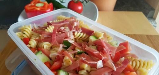 Mediterraner Nudelsalat zum Mitnehmen