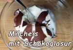 Cremiges Milcheis mit Schokoladenglasur