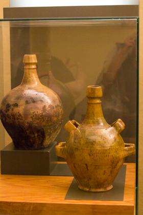 传统的陶罐,可以挂在房橼上