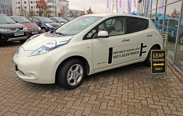 Symbolbild. Das Elektroauto Nissan Leaf, hier das Ursprungsmodell.