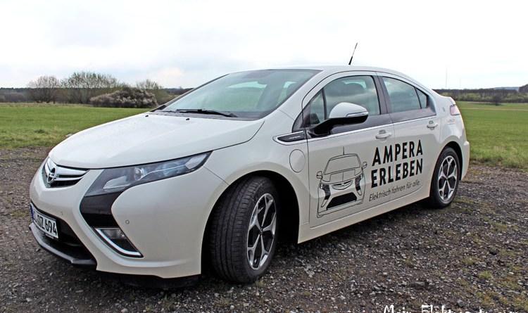 Plug-In Hybridauto Opel Ampera schräg vorne links