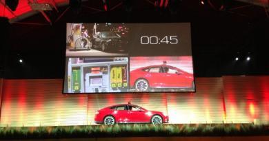 Das Elektroauto Tesla Model S kann dank der Tesla Station (eine Batteriewechselstation) innerhalb von 90 Sekunden wieder losfahren. Bildquelle: Elon Musk, Twitter