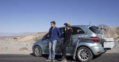 """The Death Valley Experiment"": Diane Kruger und Joshua Jackson mit dem Mercedes-Benz B-Klasse F-Cell im Death Valley, USA. Foto: Auto-Medienportal.Net/Daimler"