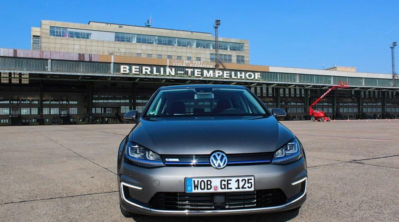 Das Elektroauto VW e-Golf auf dem Flughafengelände Berlin Tempelhof.