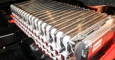 Symbolbild. Dies sind Akkuzellen in einer Batterieeinheit, welche im Elektroauto Nissan e-NV200 verbaut werden.
