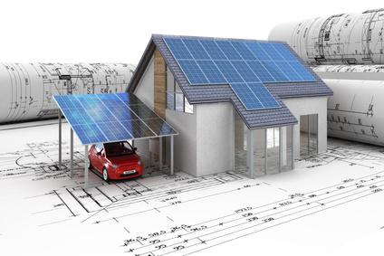 Bei der Planung eines neuen Hauses sollte man auch den Bau von Solarzellen und den Kauf eines Elektroautos in Betracht ziehen. Bildquelle: © arsdigital - Fotolia.com