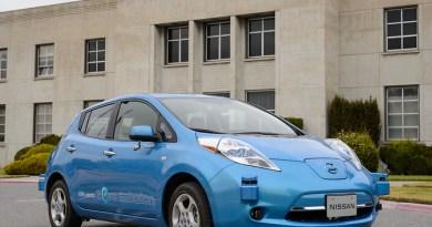 Das Elektroauto Nissan Leaf vor dem Ames Research Center. Bildquelle: NASA/Nissan