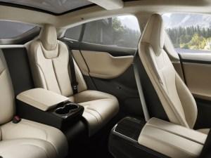 Dies sind die optional erhältlichen Executive-Rücksitze im Elektroauto Tesla Model S. Bildquelle: Tesla Motors