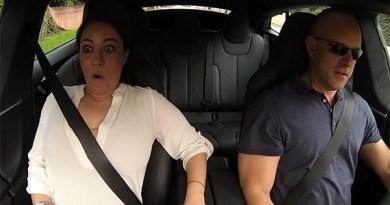 Der Insane-Modus des Elektroauto Tesla Model S P85D überwältigt die Menschen. Bildquelle: Screenshot von Youtube.com, User: DragTimes