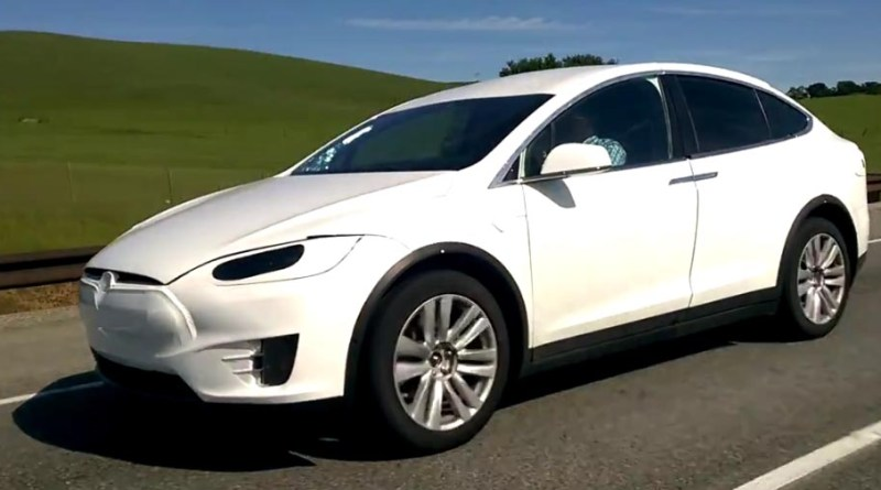 Elektroauto Tesla Model X. Bildquelle: nbkagzw13 / Youtube. Screenshot vom Youtubevideo, Kanal: nbkagzw13