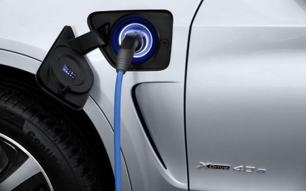 Symbolbild. Plug-In Hybridauto BMW X5 xDrive40E. Bildquelle: BMW
