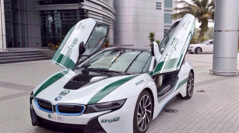 Plug-In Hybridauto BMW i8 wird in Dubai als Polizeiauto eingesetzt. Bildquelle: Dubai Police