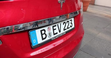 Elektroauto Tesla Model S P85 rot