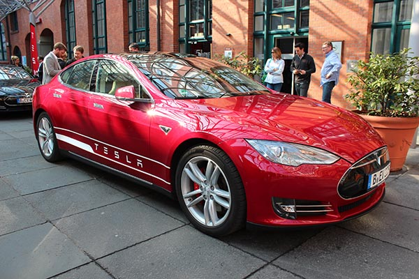 Elektroauto Tesla Model S P85 in Hannover