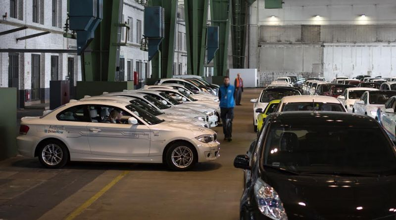 Hier ein Teil der Elektroautos, welche an dem Weltrekord für die längste Elektroauto-Parade mitgewirkt haben. Bildquelle: DriveNow GmbH & Co. KG