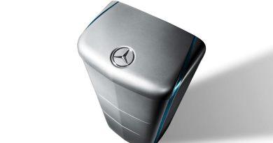 Aus dem Auto ans Netz: Mercedes-Benz Energiespeicher eignen sich auch für die private Nutzung zur verlustfreien Zwischenspeicherung von überschüssigem Strom. Bildquelle: Daimler AG