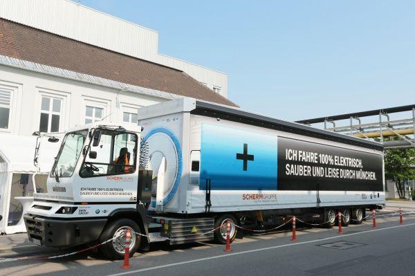 Der von der BMW Group und SCHERM Gruppe im Juli 2015 in Betrieb genommene Elektro-LKW ( Terberg Typ YT202-EV, 4x2.) (07/2015). Bildquelle: BMW Group