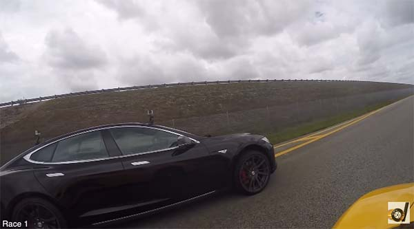 Drag Race Video Elektroauto Tesla Model S P85D Versus McLaren 650S. Bildquelle: Screenshot Youtube.com, User: DragTimes