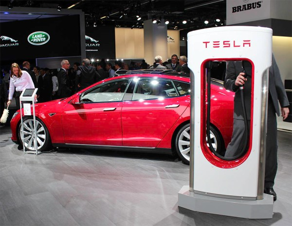 Elektroauto Tesla Model S mit Supercharger auf der IAA 2015 Frankfurt am Main