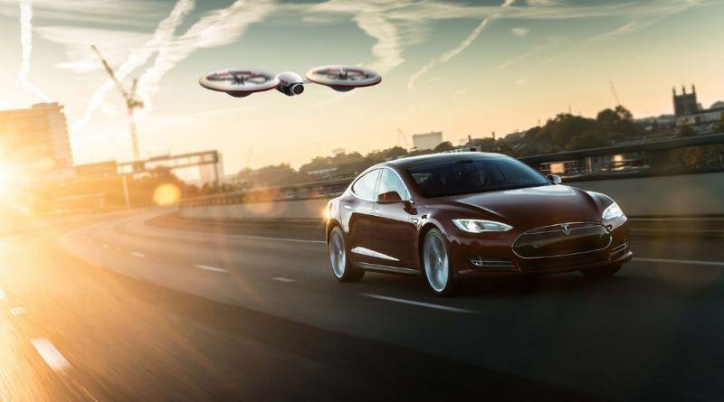 Die Tesla Drohne mit dem Elektroauto Tesla Model S. Bildquelle: Behande.com (Fraser Leid)