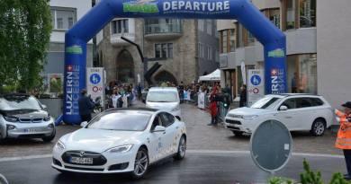 Hier sieht man einen Teil der Strecke der Wavetrophy in St. Moritz, hier auf dem Bild sieht man das Elektroauto Tesla Model S. Bildquelle: http://www.wavetrophy.com/