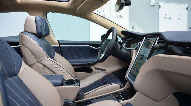 Das Elektroauto Tesla Model S hat das Interieur eines 6er BMW erhalten. Bildquelle: http://teslamodelx.ru/