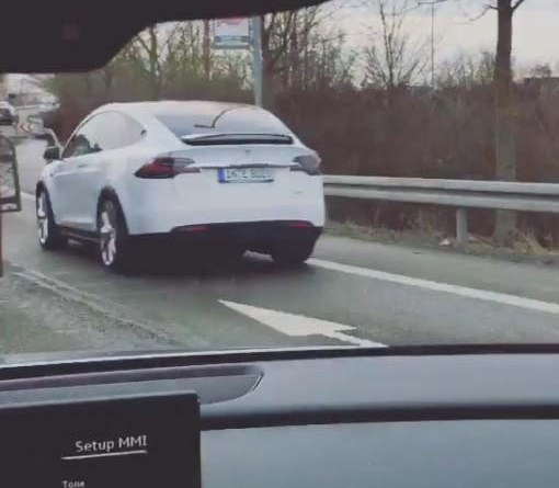 Elektroauto Tesla Model X in Ingolstadt. Bildquelle: Screenshot vom Video des Instagramuser Arnilike: https://www.instagram.com/arnilike/
