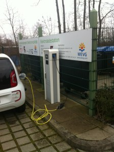Elektroauto Ladestation mit einem Elektroauto