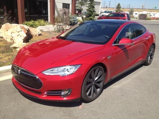 Das Elektroauto Tesla Model S gibt es jetzt auch als gepanzerte Version. Bildquelle: http://www.armormax.com/