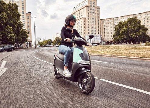 Individuelle, flexible und emissionsfreie Mobilität Der eScooter-Sharingdienst Coup bietet in Berlin ab sofort eine neue attraktive Mobilitätsoption. Zum Start des Angebots stehen in Berlin 200 vernetzte, rein elektrisch angetriebene Roller von Gogoro, einem führenden eScooter-Hersteller, zur Verfügung. Bildquelle Coup / Bosch